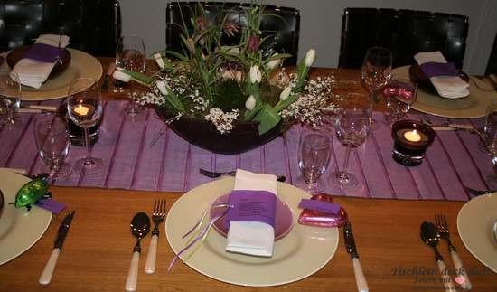 Tischdeko perfektes Dinner in lila, moderne Tischdekoration