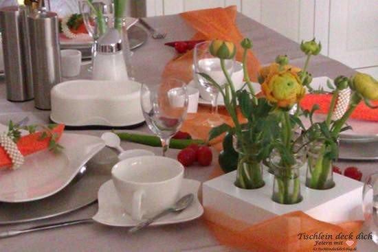 Frühstücksbrunch -Tischdekoration-orange