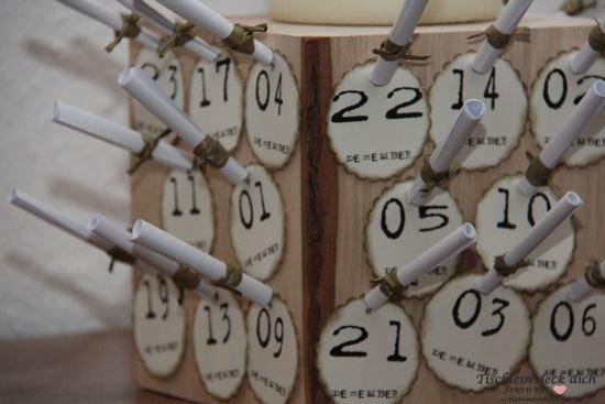 Adventskalender Holzklotz eiche mit Zahlen und Stumpenkerze