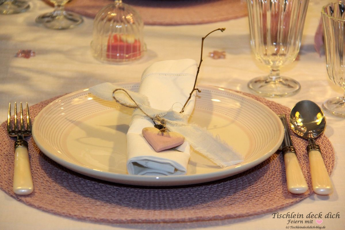 Romantischer Valentinstag Tischdekoration