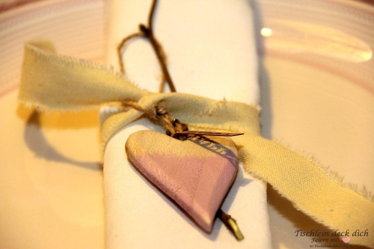 Romantischer Valentinstag Serviettendekoration