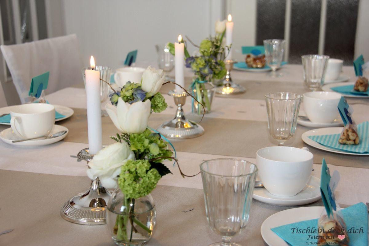 festliche Tischdekoration fuer die Kommunion in tuerkis blau