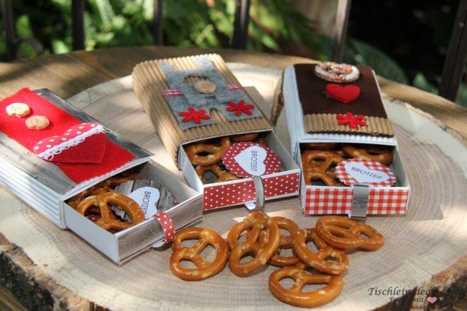Oktoberfest Deko mit Brezel als Give away
