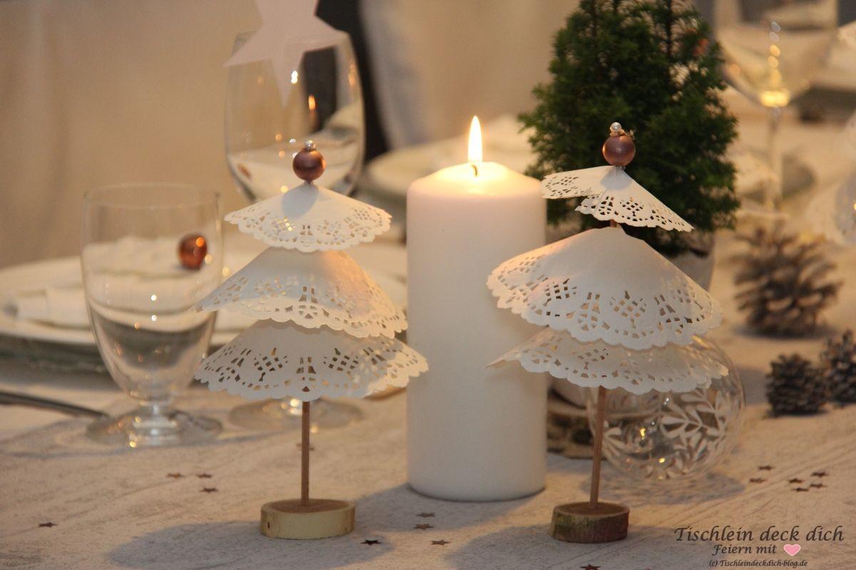 Weihnachtliche Tischdekoration Tortenspitzenbaeumchen