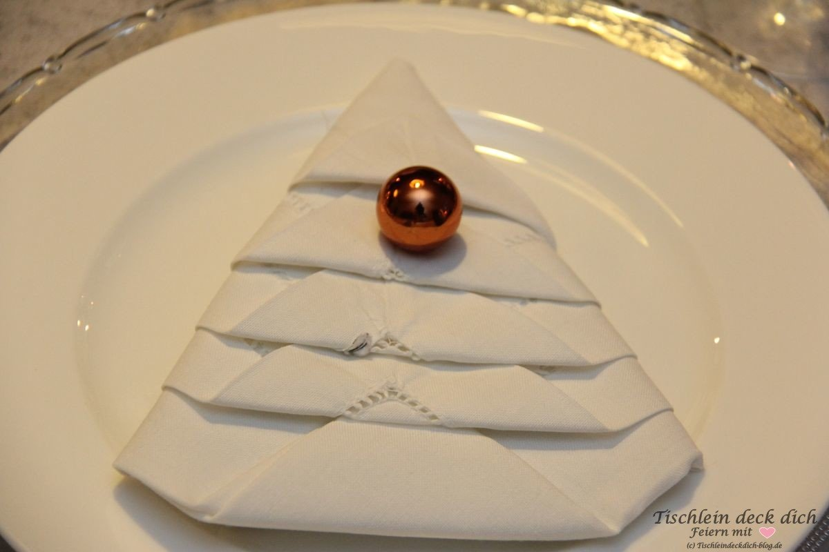 Weihnachtliche Tischdekoration Serviette falten