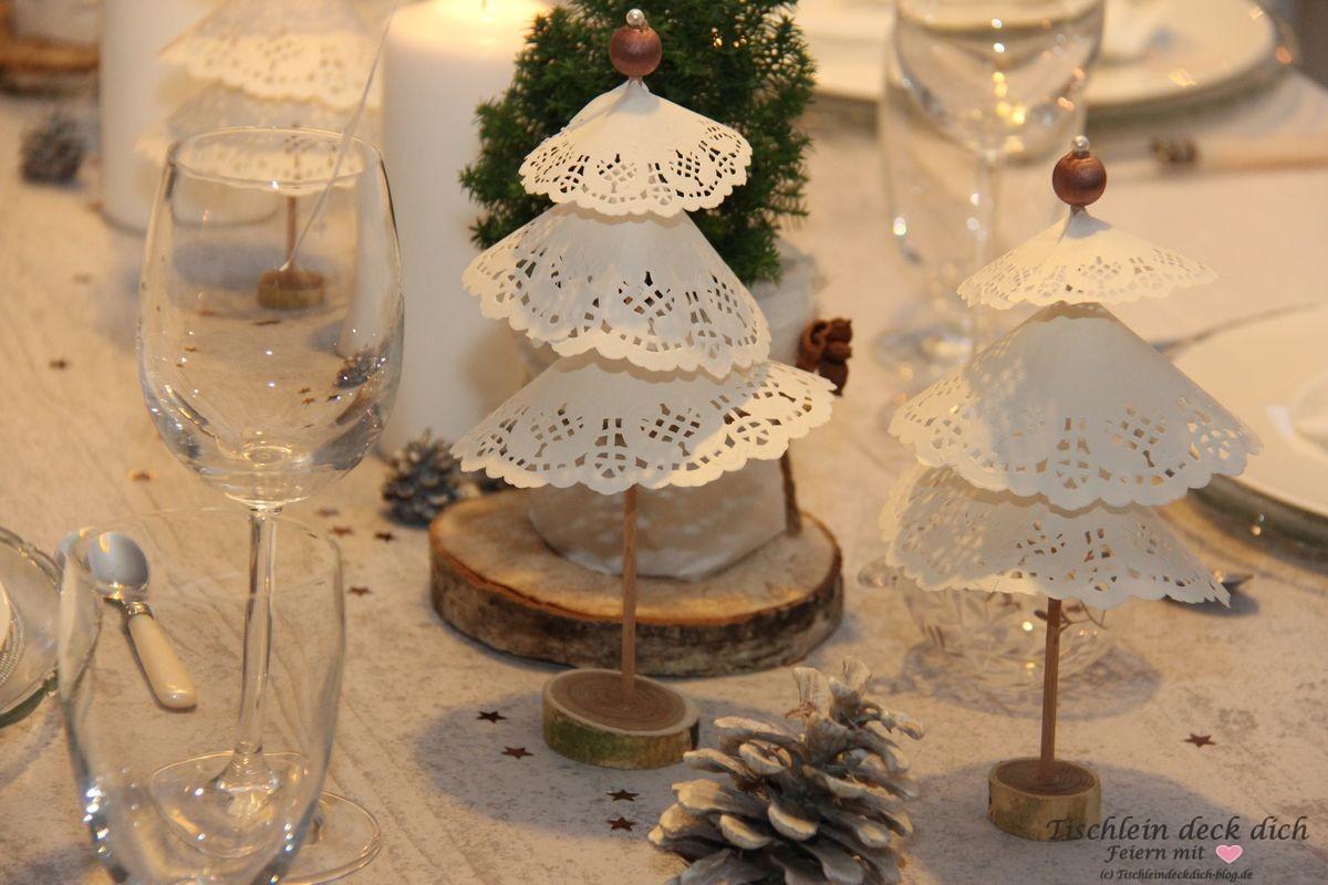 Weihnachtliche Tischdekoration Tortenspitzenbäumchen