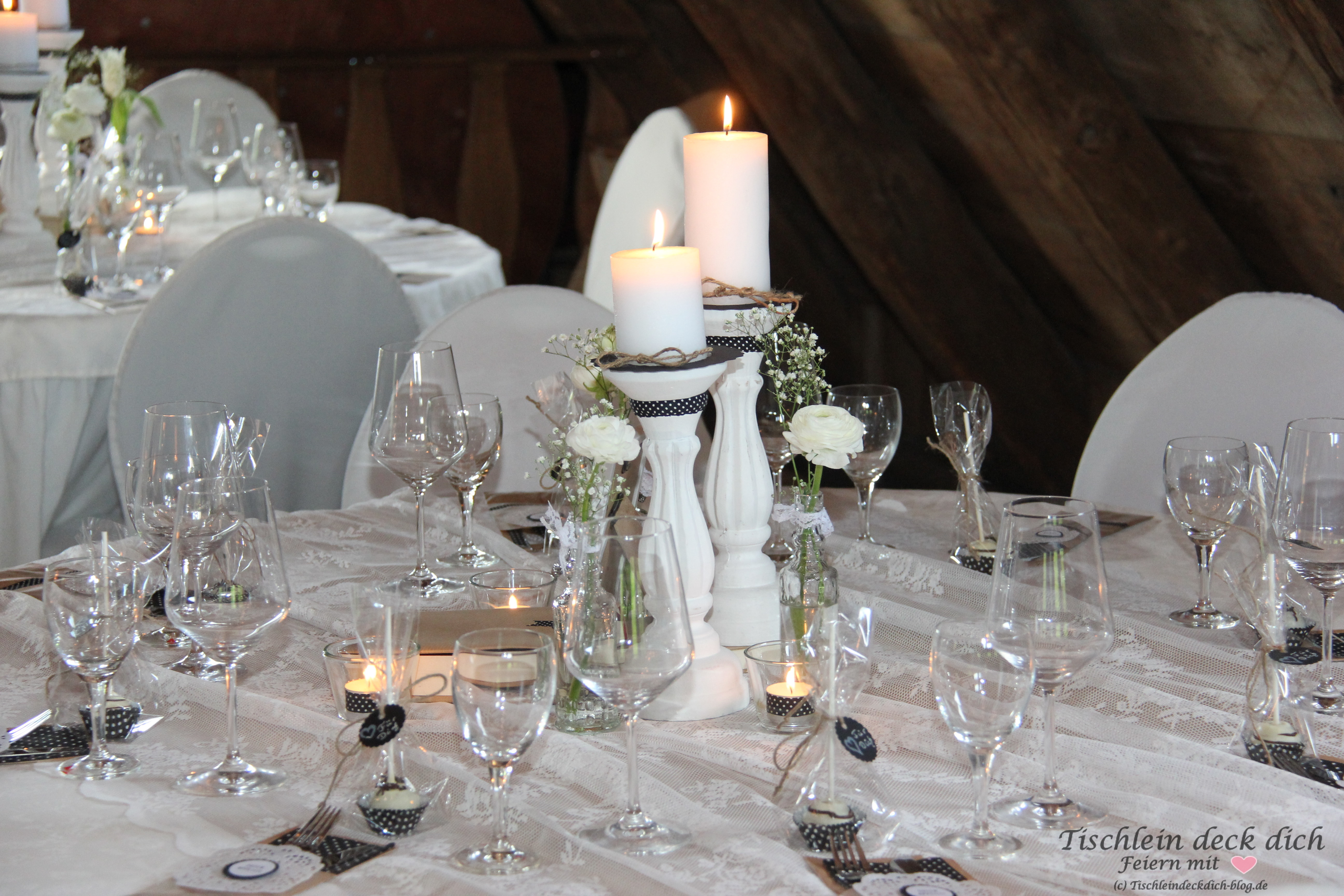 Tischdekoration zum 50. Geburtstag Black and White Party