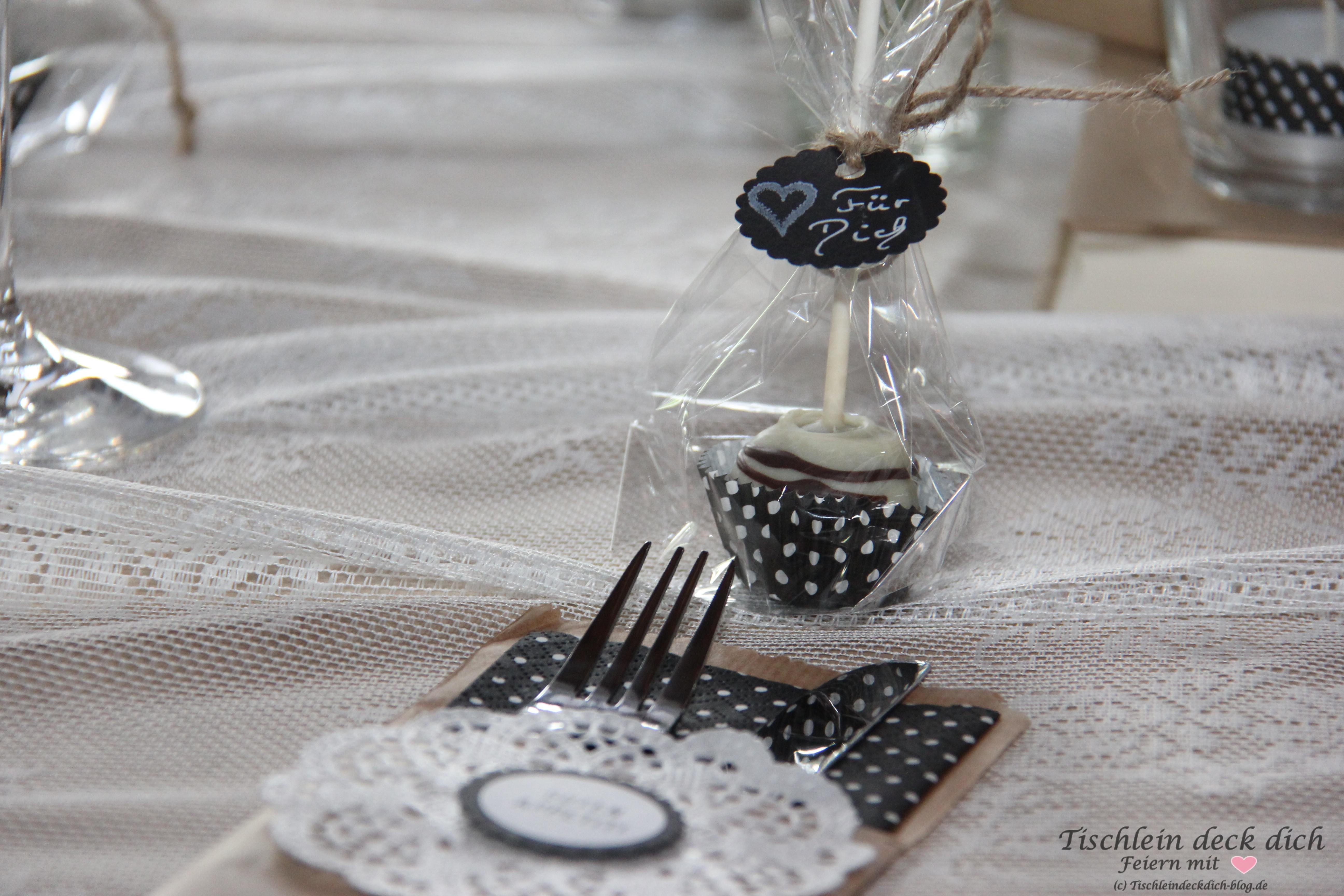 tischdekoration zum 50 geburtstag cake pop tischlein deck dich. Black Bedroom Furniture Sets. Home Design Ideas