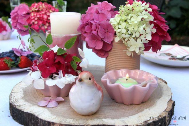 hortensien liebe romantische tischdekoration im garten tischlein deck dich. Black Bedroom Furniture Sets. Home Design Ideas