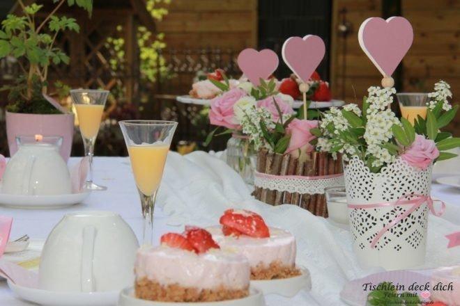 Ein mit viel Liebe gedeckter Tisch zum Muttertag