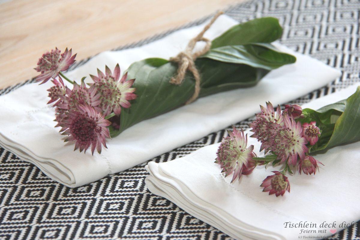schnelle-Serviettendeko-mit-Blumen