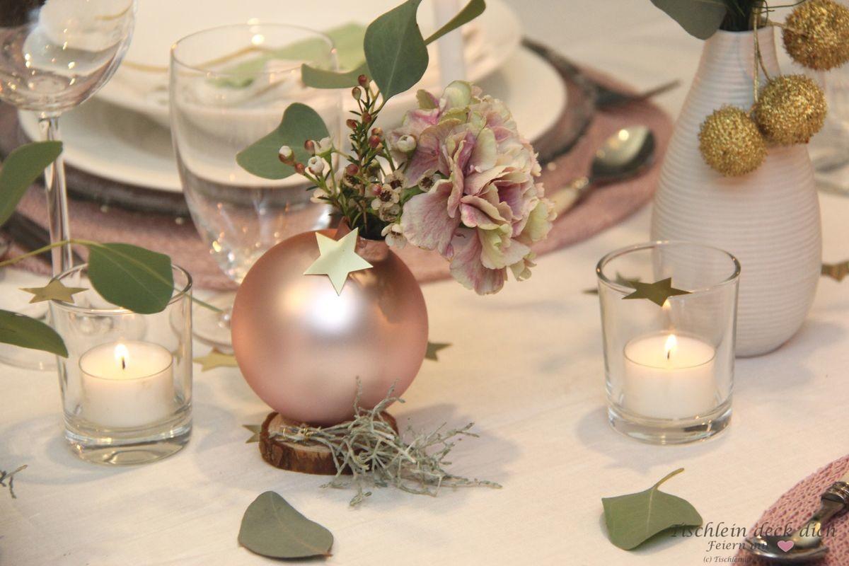 Hyggelige Weihnachtliche Tischdekoration In Zartem Rosa Tischlein